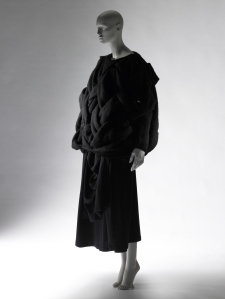 Comme des Garçons (Rei Kawakubo), Autumn/Winter 1983 Collection of the Kyoto Costume Institute, Gift of Comme des Garçons Co., Ltd., photo by Masayuki Hayashi