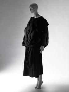 Comme des Garçons (Rei Kawakubo), Autumn/Winter 1983 Collection of the Kyoto Costume Institute, Gift of Comme des Garçons Co., Ltd., photo by Masayuki Hayashi