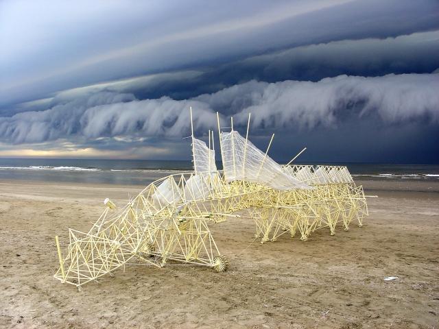Animaris Percipiere (2005). Courtesy of Theo Jansen. Photo by Loek van der Klis